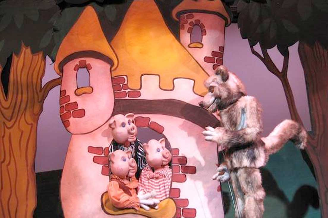 3 Little Pigs puppet show
